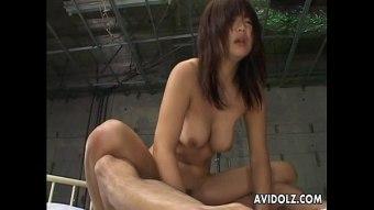 pornญี่ปุ่น มีสองควยจะเอาเข้าปากพร้อมกันทั้ง 2 อันมันก็เป็นไปไม่ได้อีกควยหนึ่งก็เลยต้องเอาไปยัดไว้ในรูหี