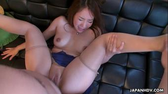 pornญี่ปุ่น อมแล้วดูดสาวสวยในชุดสีฟ้าผู้ชำนาญการดูดควย โดนเย็ดเข้าไปจนหีปลิ้น โกนหมอยหีน่าเลียมากๆ