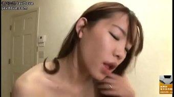 pornฝรั่ง น้องสาวกำลังซักผ้าพี่ชายหื่นกามเข้าข้างหลัง ดึงกางเกงแล้วเอานิ้วล้วงเข้าไปในรูหี จากนั้นตามด้วยการเย็ดสดแบบไม่ยั้ง